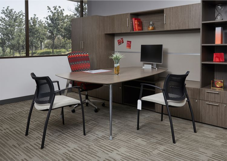 ais-corporate-showroom-calibrate-series-private-office-with-natick-fully-upholstered-task-seating-and-grafton-side-seating_md