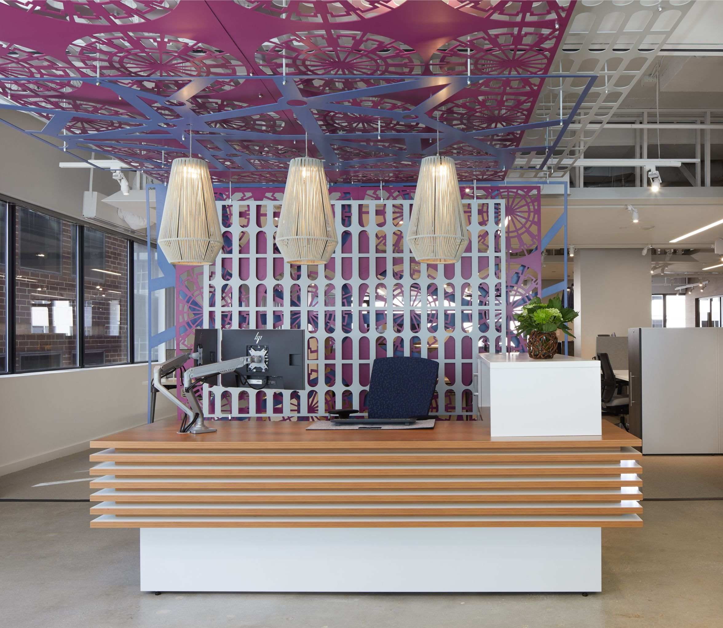 ais-washington-d.c.-showroom-custom-reception_md