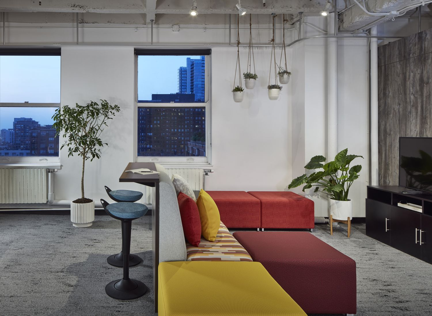 chicago-showroom-lb-lounge-and-rutland-stools-neocon-19_md