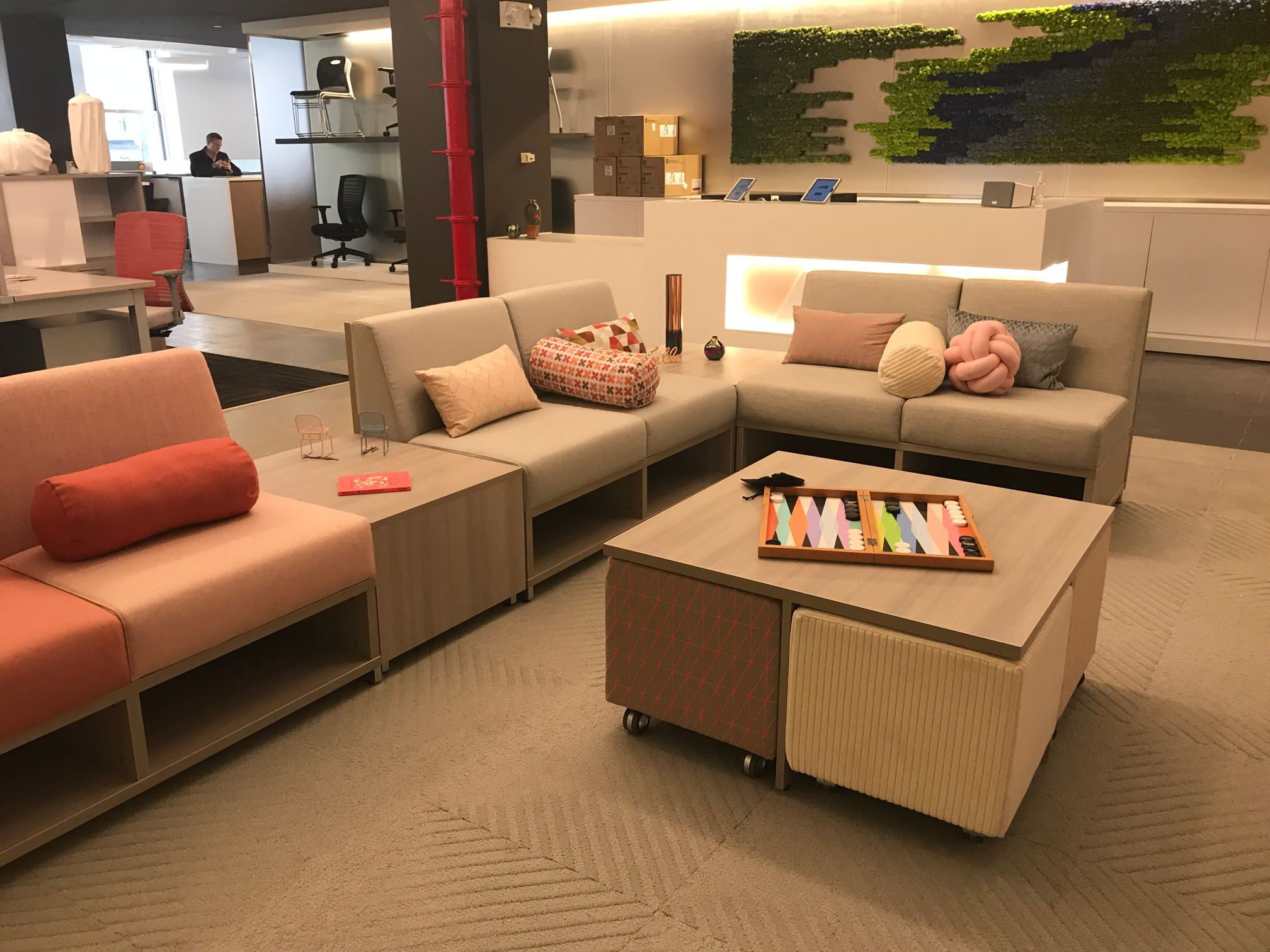 lb-lounge-lowback-seating-with-volker-seating-and-table-ny-showroom_md