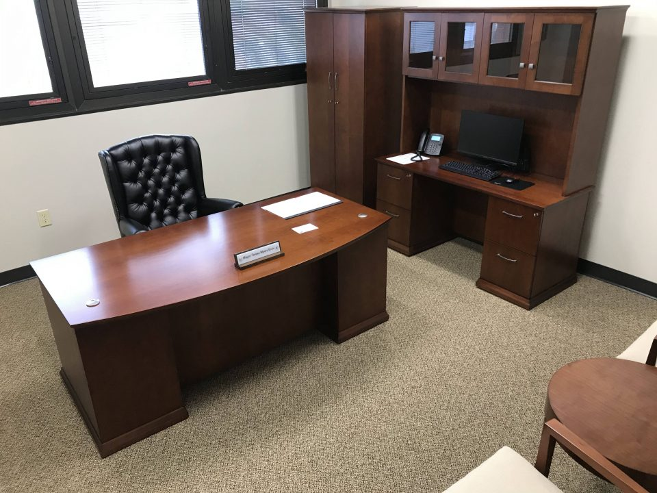choosing office furniture
